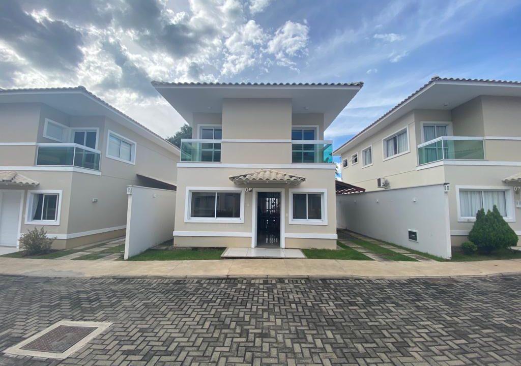 1 casa duplex em condomínio fechado,3 suítes, mobiliada, excelente acabamento