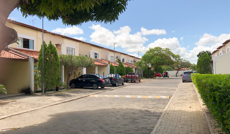 27 Casa duplex, 3 suítes,zona leste Teresina,condomínio fechado,piscina,portaria 24h,salão de festas