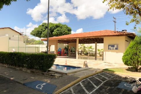 3 Casa duplex, 3 suítes,zona leste Teresina,condomínio fechado,piscina,portaria 24h,salão de festas