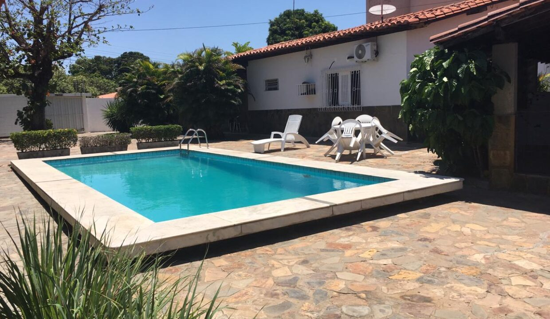 1 Casa para venda 30m x 30m São Cristóvão, piscina, 5 quartos, ampla área externa, próximo avenida Senador Arêa Leão