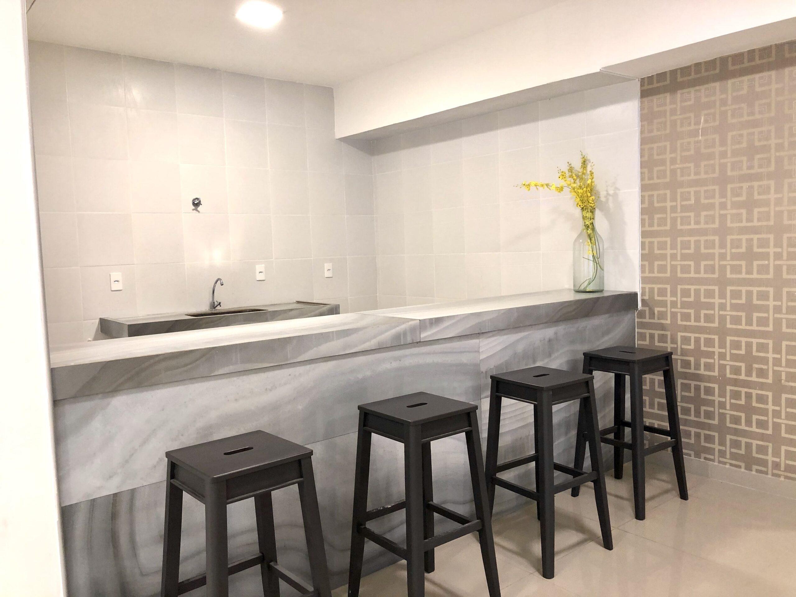 14 Apartamento para venda no Edifício Recanto das Palmeiras Teresina,3 Quartos, sendo 1 suíte, banheiro social, 1 vaga, piso em porcelanato