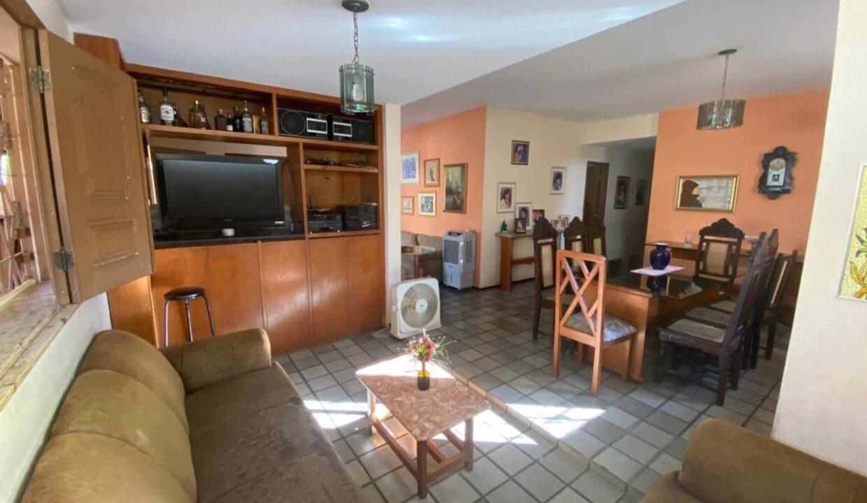 3 Casa para venda com 4 Quartos e 4 banheiros à Venda, 275 m² por R$ 699.900 no bairro de Fátima em Teresina-PI
